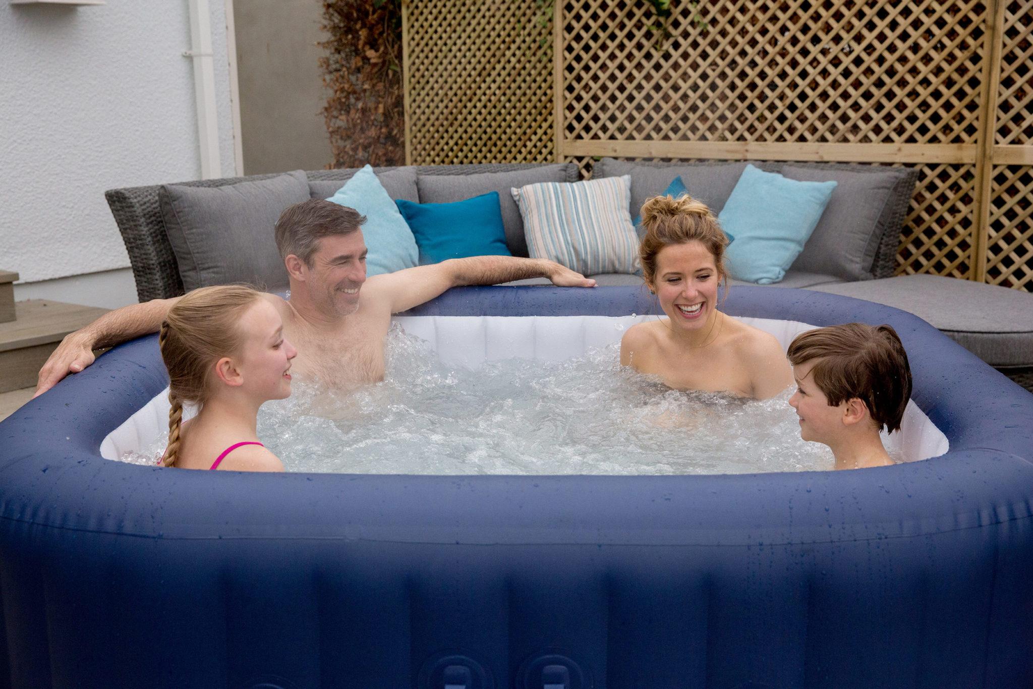 le premier spa gonflable haut de gamme au monde lay z spa. Black Bedroom Furniture Sets. Home Design Ideas