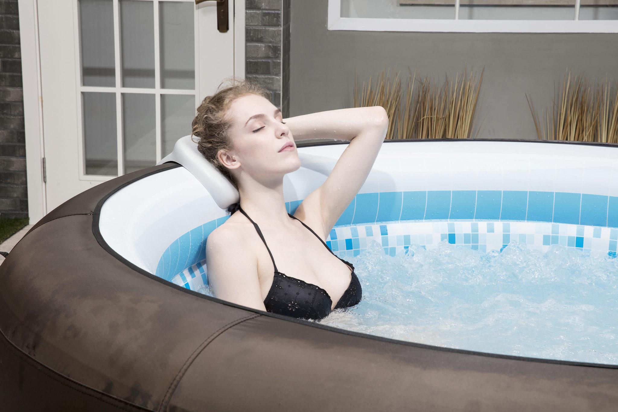 Spa gonflable Riviera marron parfait pour se détendre