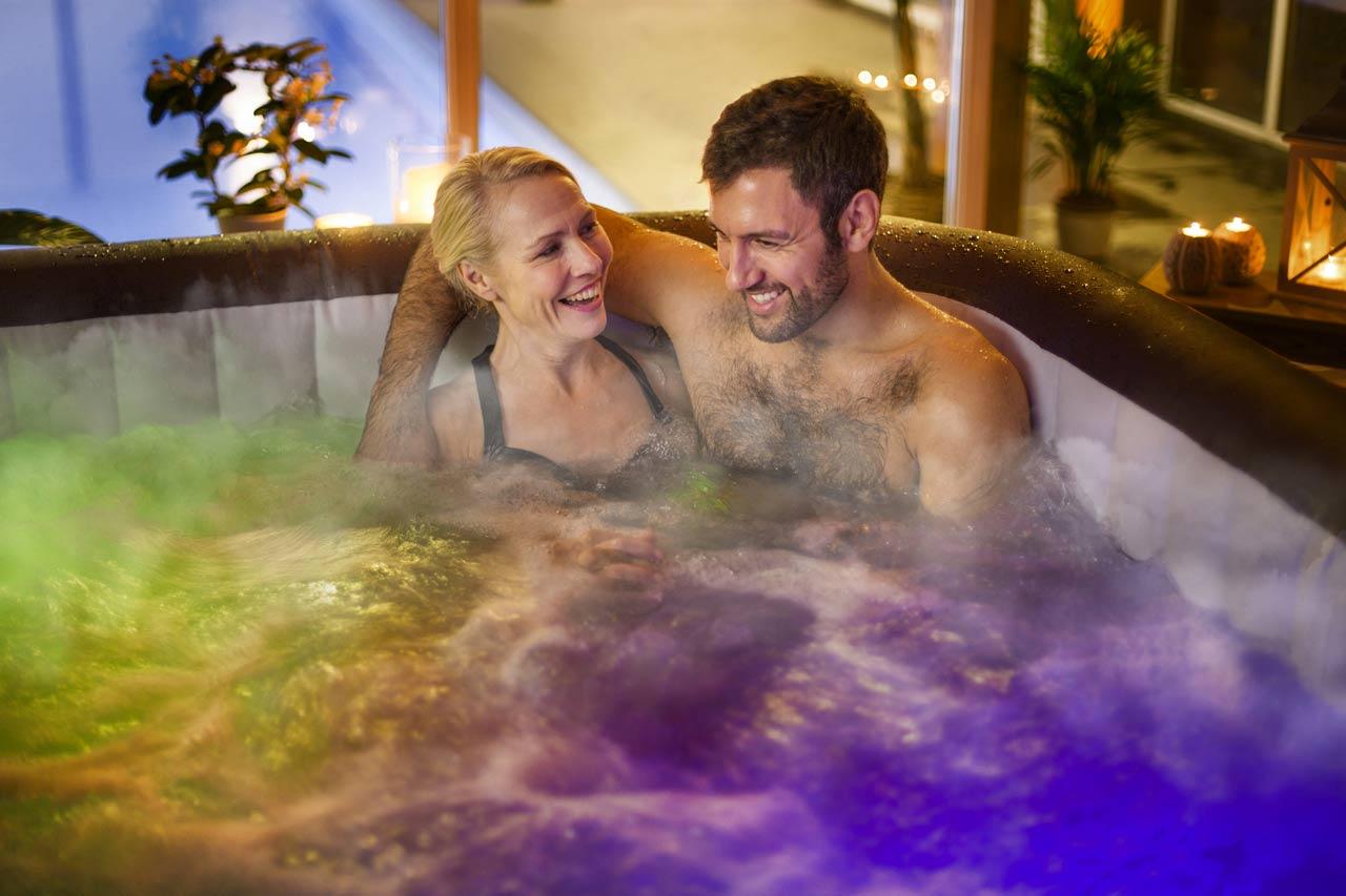 Les bienfaits de la chromothérapie dans un spa gonflable chez soi
